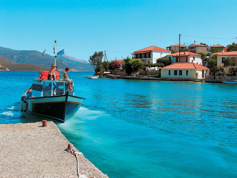 Τριζόνια,το μαγευτικό νησάκι του Κορινθιακού ...